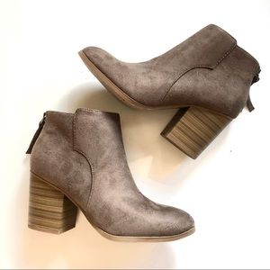 NEW Women's taupe suede ankle boots sz 7